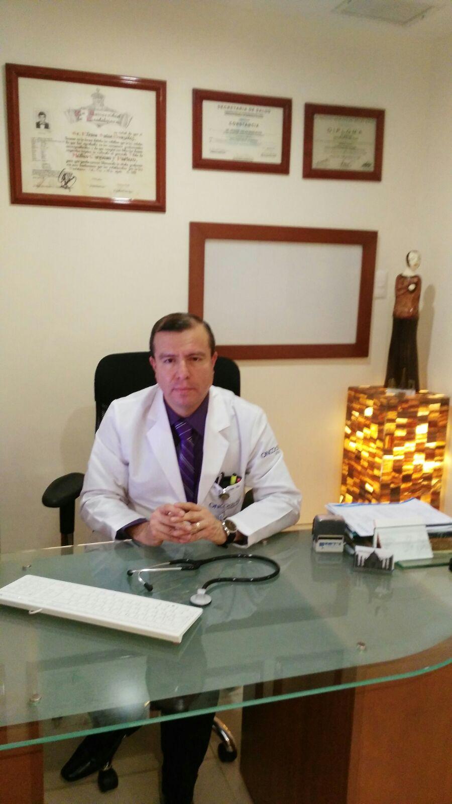 Dr. Efraín Salas González